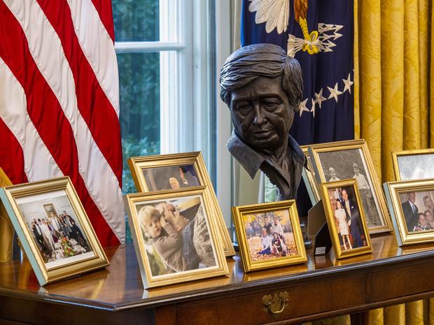 Фото №4 - Борьба вкусов: как и зачем Джо Байден изменил интерьер Овального кабинета