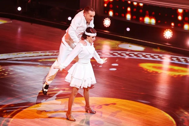 Фото №2 - Лазарев заплакал, Дава поведал о предательстве: в полуфинале шоу «Танцы со звездами» участники рассказали свои истории любви