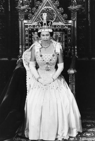Фото №3 - Из торжественного наряда в подвенечный: полувековая история свадебного платья Беатрис