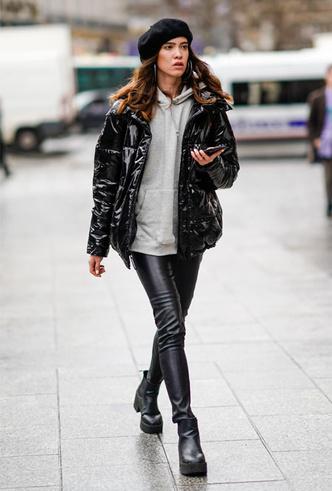 Фото №9 - Как носить кожаные брюки: самые стильные и простые сочетания