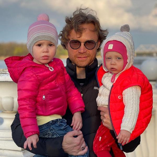 Фото №1 - 3 жены, 5 дочерей: что известно о семье нового тренера сборной России по футболу