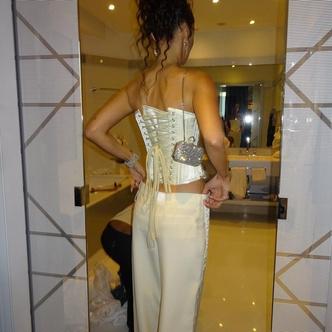 Фото №3 - Белла Хадид показала, с чем носить корсет на вечеринки 💃