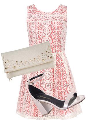Платье, Esley, lamoda.ru, 2976 руб.; сумка-конверт, Accessorize, 1780 руб.; босоножки, River Island, 2999 руб.
