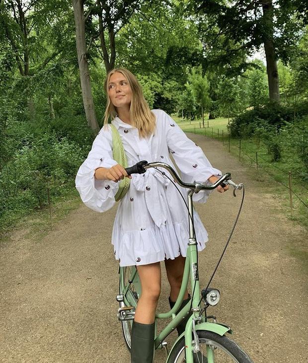 Фото №6 - С чем носить резиновые сапоги: показывают шведские и датские блогеры