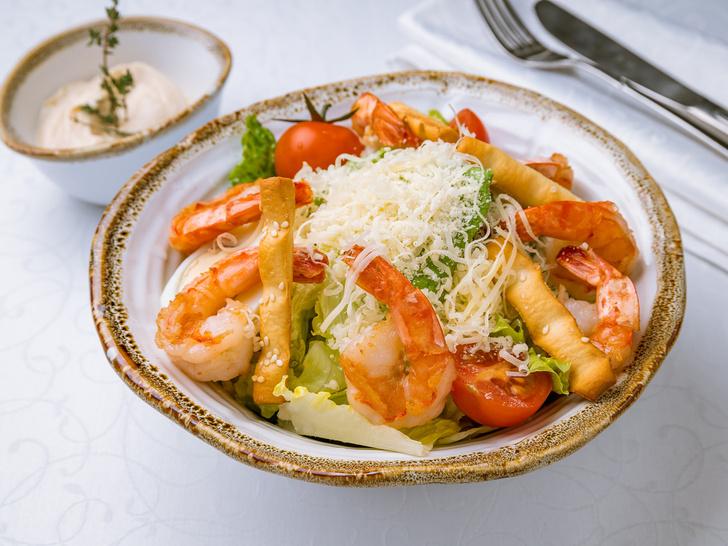 Фото №5 - От классического до легкого: лучшие рецепты салата «Цезарь»