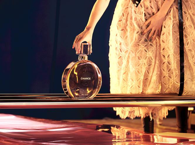 Фото №3 - Страйк: новый рекламный ролик Chanel