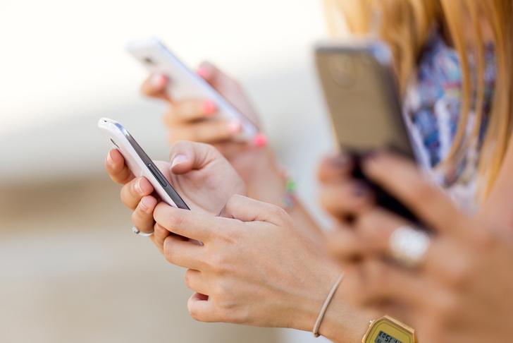 Фото №1 - Составлен психологический портрет людей, не расстающихся со смартфонами