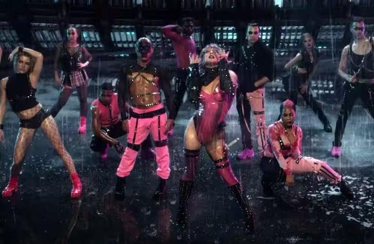 Фото №1 - Леди Гага и Ариана Гранде выпустили кислотный клип Rainonme
