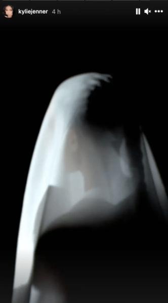 Фото №3 - Ким Кардашьян снова стала невестой на концерте Канье Уэста 🤯
