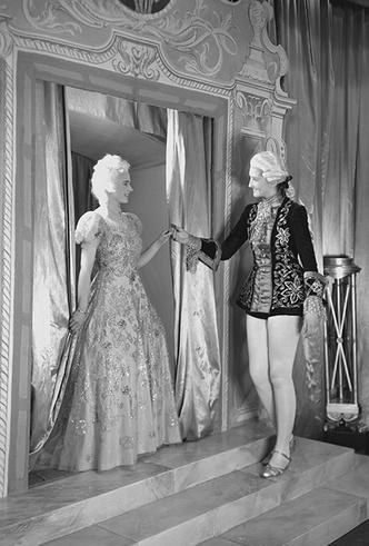 Фото №32 - Рождественский театр Виндзоров: как принцессы Елизавета и Маргарет поднимали боевой дух нации