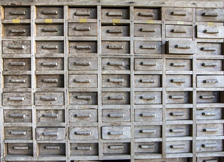 Фото №1 - Какими были первые аптеки?