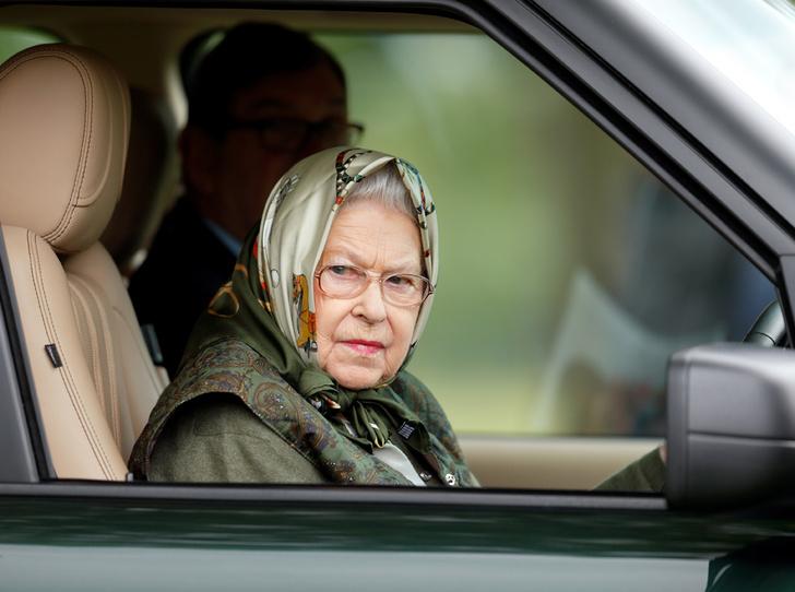 Фото №1 - Почему мы можем больше не увидеть Королеву за рулем