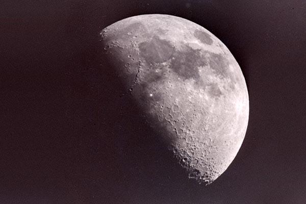 Фото №1 - Светящиеся точки на Луне