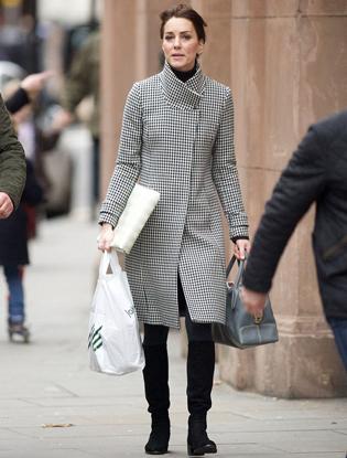 Фото №2 - Герцогиня Кембриджская отправилась на рождественский шоппинг