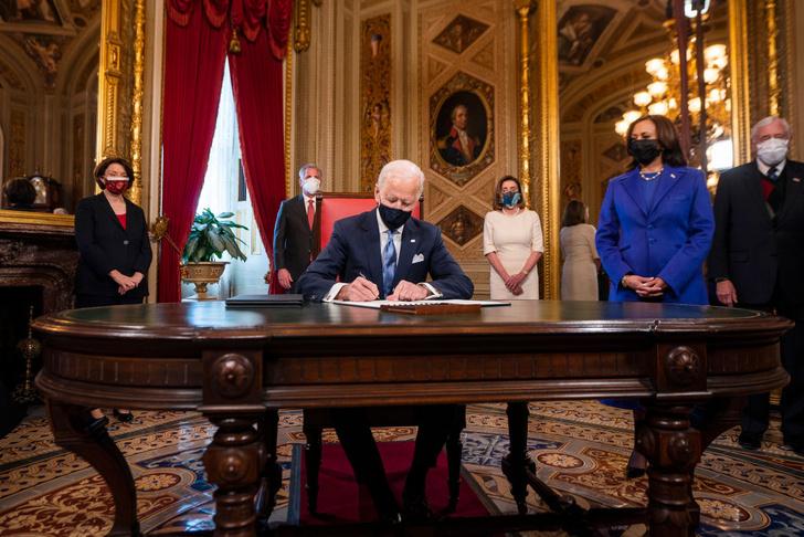 Фото №24 - Иванка плакала, Трамп обещал вернуться: как Джо Байдена посвящали в президенты