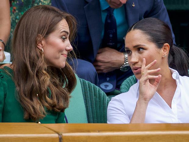 Фото №2 - Общие заботы: недолгий период, когда Кейт и Меган действительно сблизились