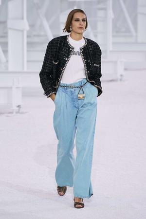 Фото №7 - Какие джинсы будут в моде весной и летом 2021