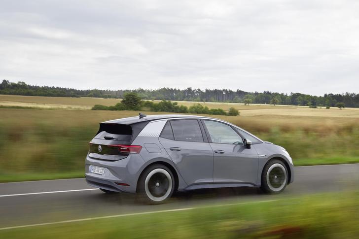 Фото №4 - И восхитительный хэтчбек! Новый Volkswagen ID3 пробует себя в роли Прометея
