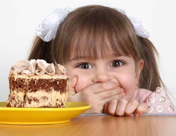 Фото №1 - Дети ежегодно съедают сахара столько же, сколько весят