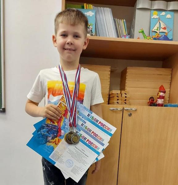 Евгений Миронов впервые показал сына-школьника