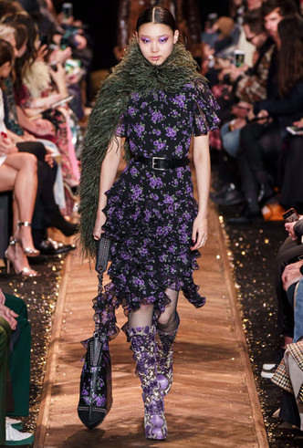 Фото №12 - Кожа, цветы и клетка: самые модные платья для осени и зимы 2019-20