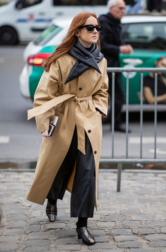 Фото №5 - Как носить бежевый тренч: 8 стильных и нескучных способов