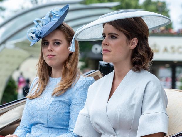 Фото №1 - Гнев Королевы: из-за чего Беатрис и Евгении однажды пришлось спешно покинуть Балморал