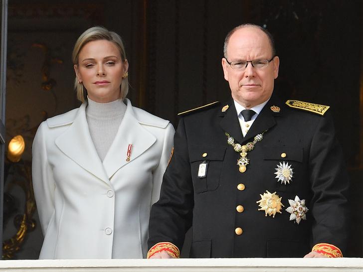 Фото №1 - Конец истории? Поклонники уверены, что князь Альбер II и княгиня Шарлен разводятся