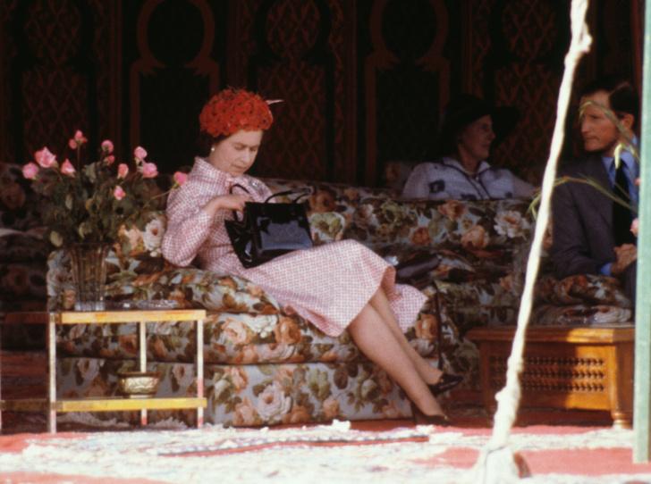 Фото №6 - Что в королевской косметичке: любимые бьюти-средства Елизаветы II