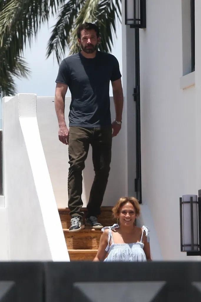 Фото №3 - В образе греческой богини рядом с Беном Аффлеком: счастливая Дженнифер Лопес провожает закат в Майами