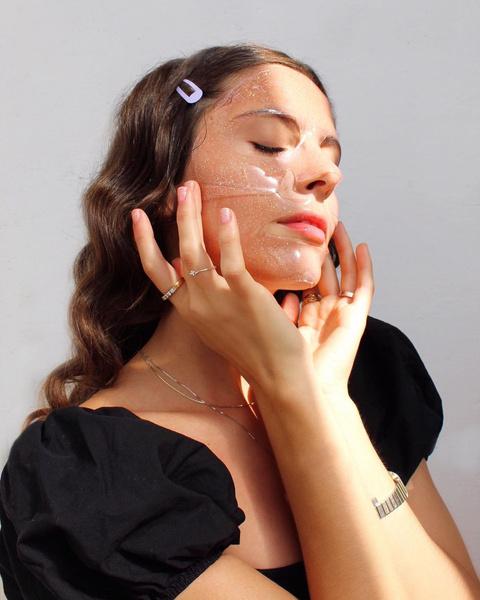 Фото №1 - Даже не пытайся: проблемы с кожей, которые может исправить только косметолог