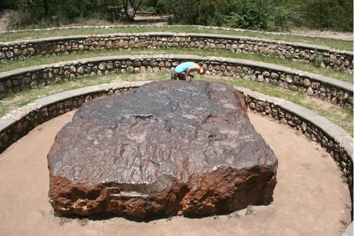 Фото №2 - 5 самых известных метеоритов, упавших на Землю, и когда ждать следующего