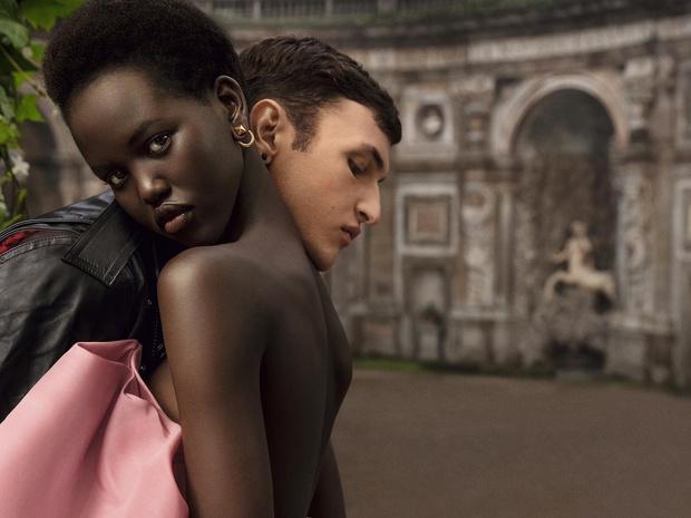 Фото №2 - Ароматы дня: Born in Roma Yellow Dream Donna & Uomo от Valentino