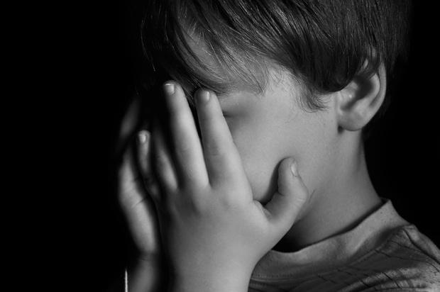 Фото №1 - Немецкий ученый 30 лет отдавал детей на воспитание педофилам, чтобы помочь ребятам «социализироваться»