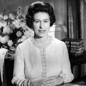 Фото №1 - Елизавета II теперь в интернете