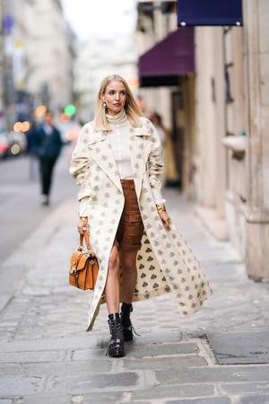 Фото №6 - Универсальная вещь: смотрим, как носить шорты в холодную погоду