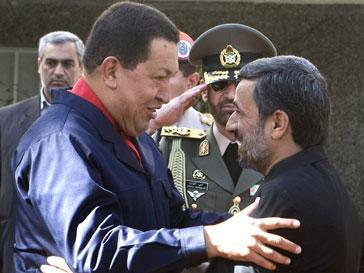 Уго Чавес назвал Махмуда Ахмадинежада братом
