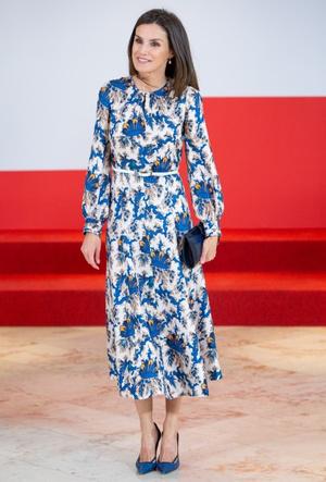Фото №4 - Модный букет: как королевские особы носят цветочный принт