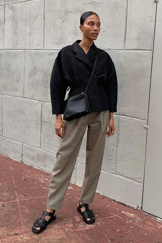 Фото №3 - «Рыбацкие» сандалии: как носить самый спорный тренд года