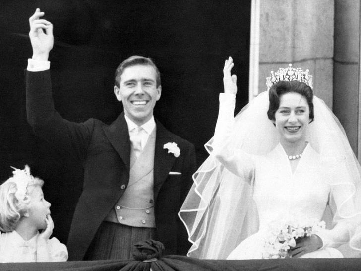 Фото №3 - Боль сестры: чем принцесса Маргарет всегда расстраивала Королеву