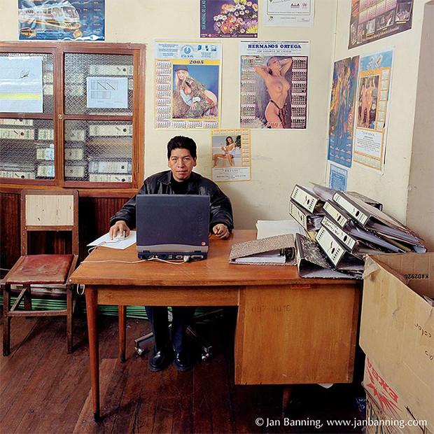 Фото №9 - Проходите, садитесь: кабинеты чиновников и служащих в разных странах