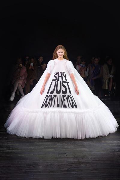 Фото №2 - Mood of the day: новая забавная коллекция платьев от Victor & Rolf