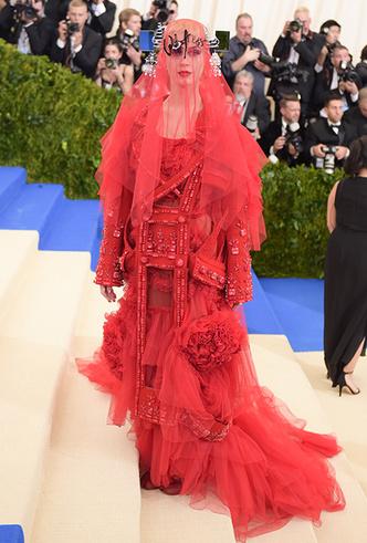 Фото №34 - История Met Gala: самые знаменитые наряды бала Института костюма