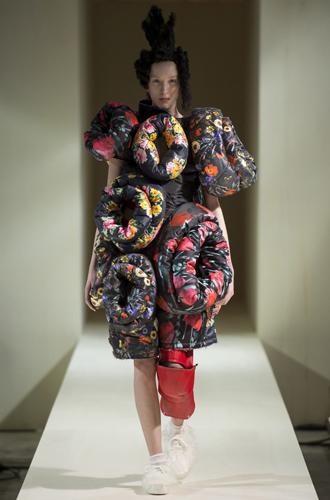 Фото №34 - Королева сюра: Рей Кавакубо как главная причина следить за MET Gala 2017