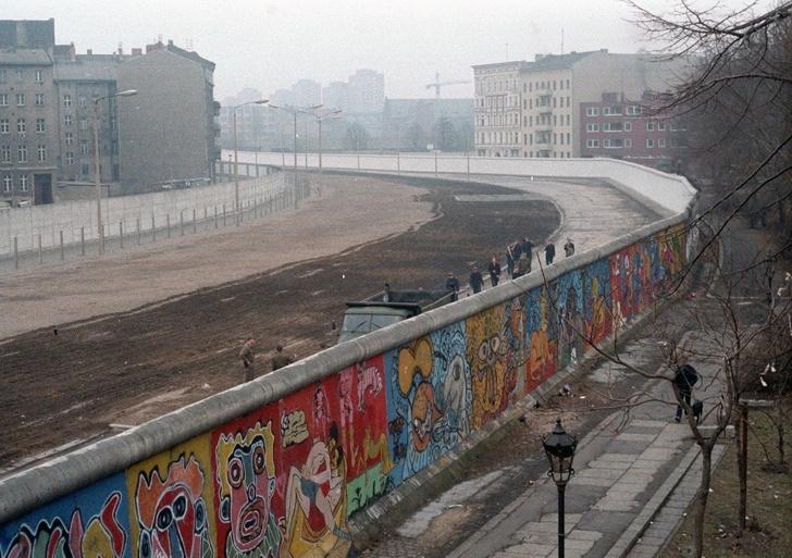 Фото №1 - Карта: места в мире, где хранятся остатки Берлинской стены