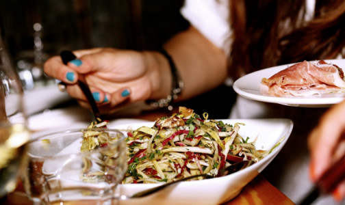 Фото №1 - Худеть во сне: диетолог назвала продукты, которые можно и нужно есть на ночь