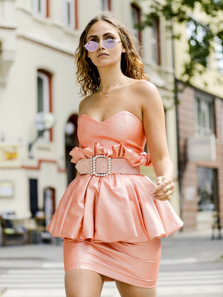 Фото №7 - Они тебя старят: платья, которые опасны после 30 лет