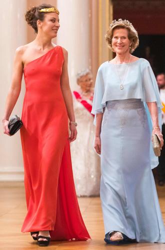 Фото №5 - Забавы королевского двора: самые интересные моменты юбилея Харальда и Сони