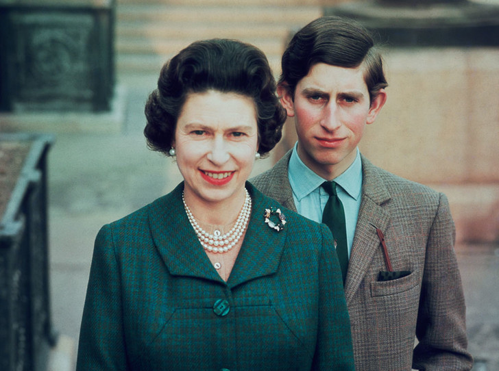 Фото №1 - Смутное время: как королевская семья справлялась с кризисом в 1960-е и 1970-е годы