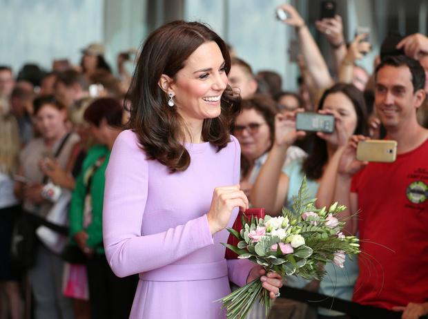 Фото №1 - Очень вовремя: кому нужна третья беременность герцогини Кембриджской